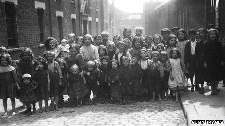 Children in Whitechapel in 1911