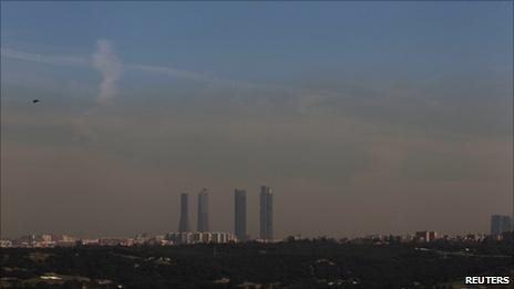 Smog over Madrid (8 February 2011)