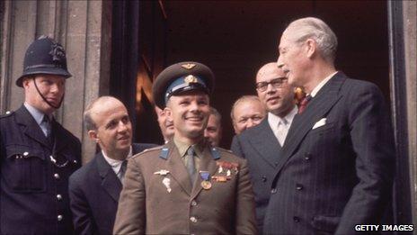Yuri Gagarin (L) with Harold Macmillan (R)