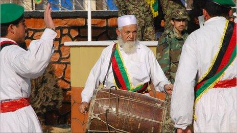 Char Gul playing the Doal drum