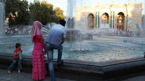 A couple and child in Tashkent (Image: Umida Akhmedova)