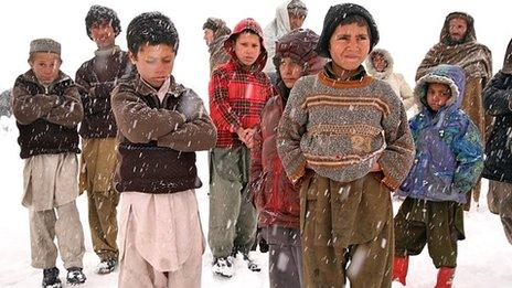 Displaced Afghan children in the snow