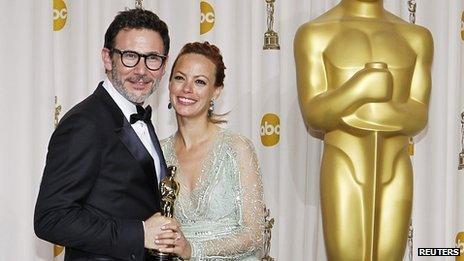 Michel Hazanavicius and his wife, actress Berenice Bejo, hold his best director Oscar
