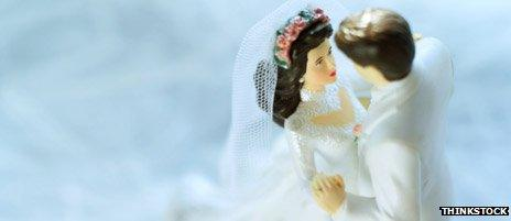 Bride and groom figurines on a wedding cake
