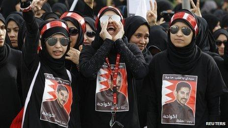 Women demand the release of Abdulhadi al-Khawaja at a protest in Bahrain (20 April 2012)