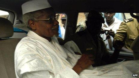Chad's ex-dictator Hissene Habre leaves Dakar's courthouse escorted by prison guards 25 November 2005