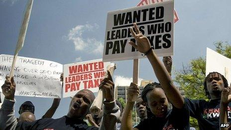 Kenyan demonstrators march in Nairobi on 9 October 2012 after lawmakers voted themselves a bonus