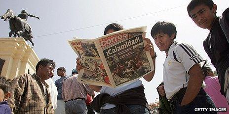 Newspaper readers in Peru