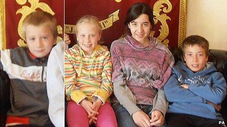 Llun o David, Eva, Jessica a Tomas Palacin Jones