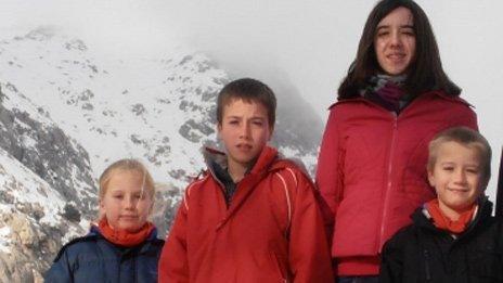 Llun teulu o Eva, Tomos, Jessica a David Palacin Jones