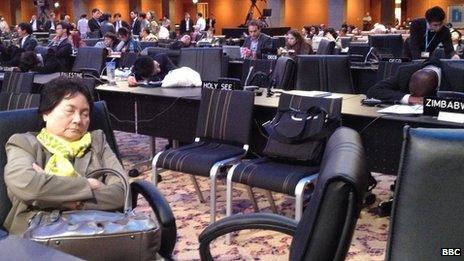 Delegates at the climate talks in Doha (8 Dec)