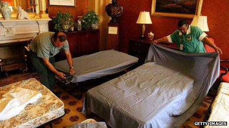 Staff prepare beds for US Senators ahead of an anticipated filibuster in 2005