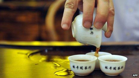 Hong Kong tea shop owner prepares Chinese tea the traditional way (2011 file picture)