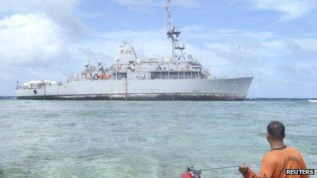 Philippine Coast Guar approaches US ship