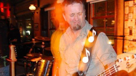 Man playing a guitar in Ottawa
