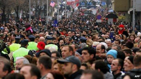 Crowds attend independence anniversary celebrations in Pristina on 17/2/13