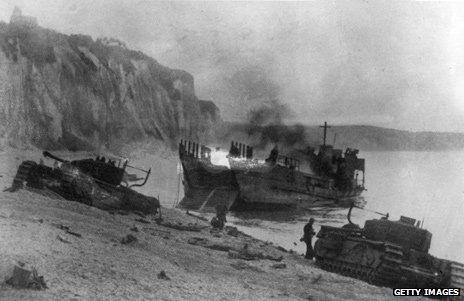 Tanks on the beach at Dieppe, 1942