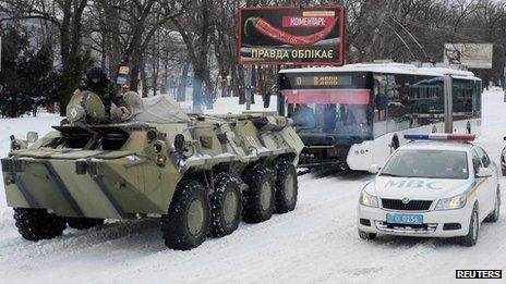 Army vehicle towing trolleybus in Kiev, 24 Mar 13