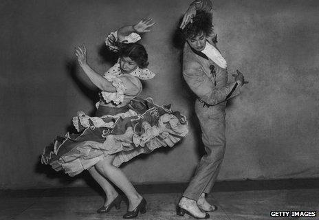 Spanish flamenco dancers Rosario and Antonio rehearse the 'triana' at the Cambridge Theatre in London, 1951