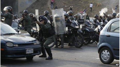 Police clash with protesters in Caracas, 15 April 2013