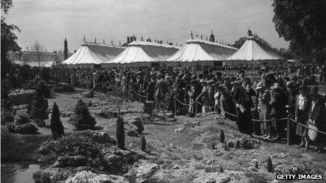 Crowds looking at the rock gardens during a private view at the Chelsea Flower Show, 23 May, 1950