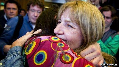 Lucia de Berk hugs her daughter after being acquitted