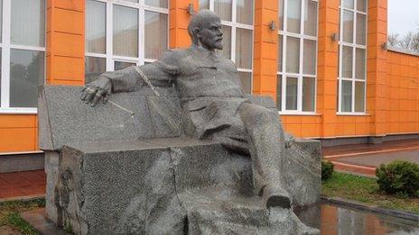Statue of Vladimir Lenin at the Lenin State Farm