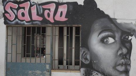 A mural in the Cova de Moura district