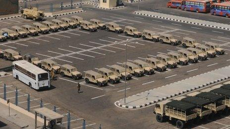 Egypt's armed forces prepare for large-scale protests near the Presidential Palace 26 June 2013)