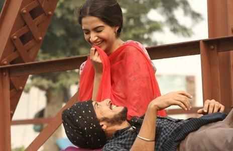 Farhan Akhtar and Sonam Kapoor in Bhaag Milkha Bhaag
