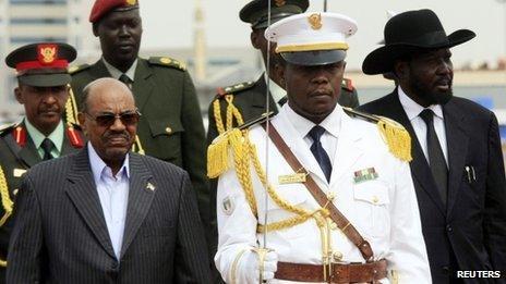 Omar al-Bashir (L) and Salva Kiir (R) with security officials in Khartoum on 3 September 2013