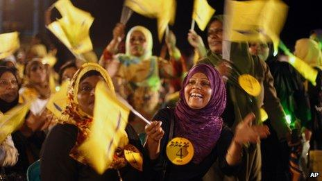 Supporters of Maldives' former President Mohamed Nasheed wave the flag of the Maldivian Democratic Party during a public rally on 5 September 2013