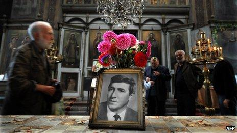 People attend a commemoration service marking 35 years since the death of Georgi Markov, in a church in Sofia (11 September 2013)