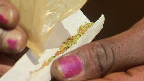 Someone rolling a nyaope joint