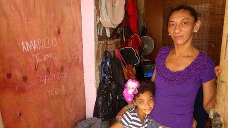 Elizabete Gomes da Silva with her daughter Marina