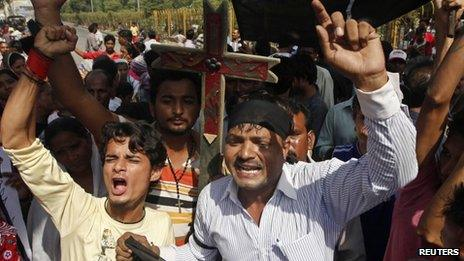 """Members of the Pakistani Christian community chant slogans during a protest rally to condemn Sunday""""s suicide attack in Peshawar on a church, in Karachi September 23, 2013."""