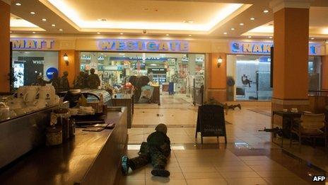 Kenyan troops take position on 21 September 2013 inside the Westgate mall in Nairobi.
