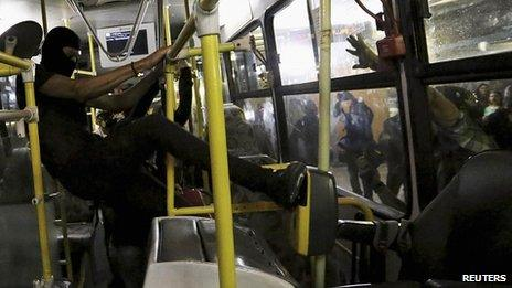 Protesters attacks a turnstile inside a bus. 25 Oct 2013