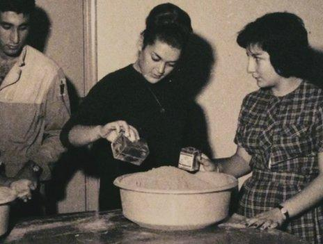 Students prepare chemicals