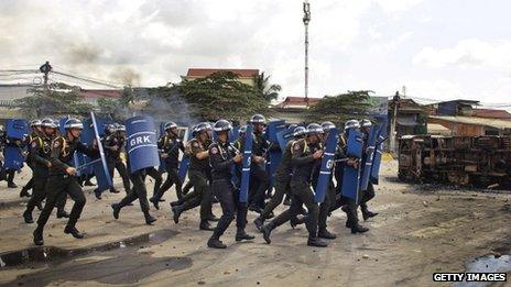 Police charge against protesting garment workers