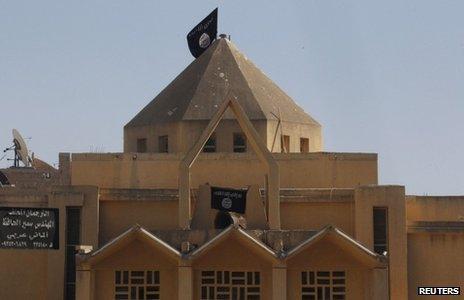 Black flag of al-Qaeda on the Armenian Catholic Church of the Martyrs in Raqqa (30 September 2013)