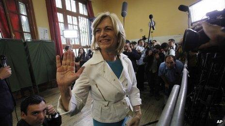 Evelyn Matthei voting, 17 Nov 2013