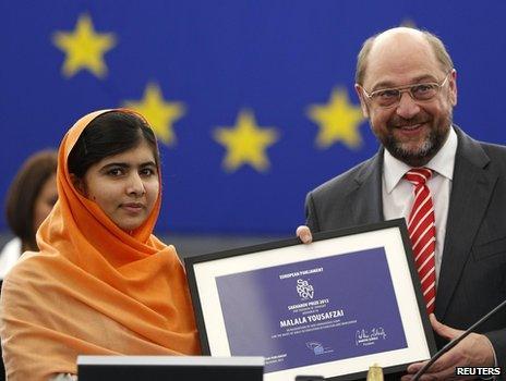 Malala Yousafzai receiving award in Strasbourg, 20 Nov 13