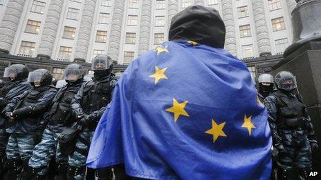 Ukrainian pro-EU demonstrator facing police in Kiev, 25 Nov 13