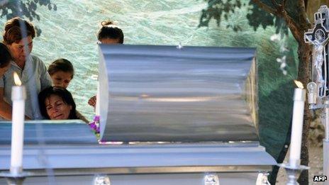Relatives mourn Rodrigo Benitez in Antunez