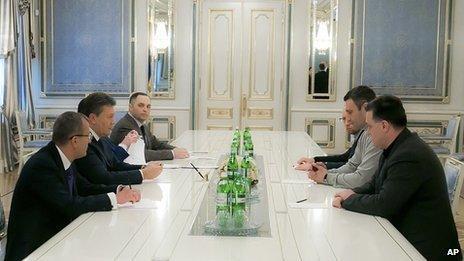 Ukrainian President Viktor Yanukovych meets opposition leaders