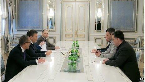 Ukrainian President Viktor Yanukovych (second left) meets with opposition leader, Oleh Tyanybok (right), Vitali Klitschko (second right) and Arseniy Yatsenyuk, in Kiev on 22 January.
