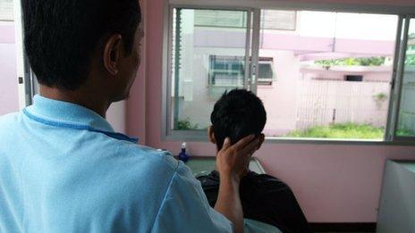Ken cutting hair