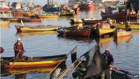 Fishermen work at the port of Arica, Chile, close to the border with Peru on 26 January.