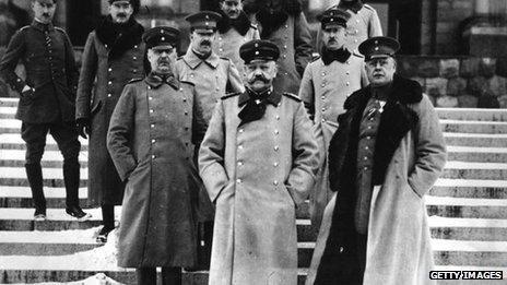German general Paul von Hindenburg, centre